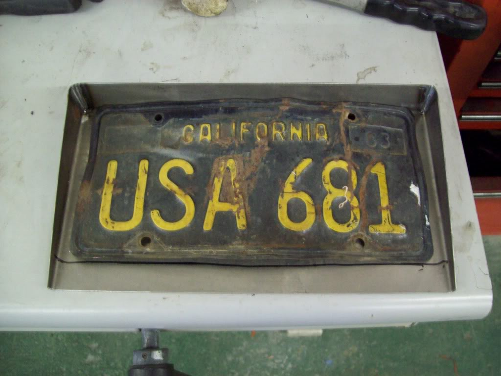 Volvo P1800 recessed license plate