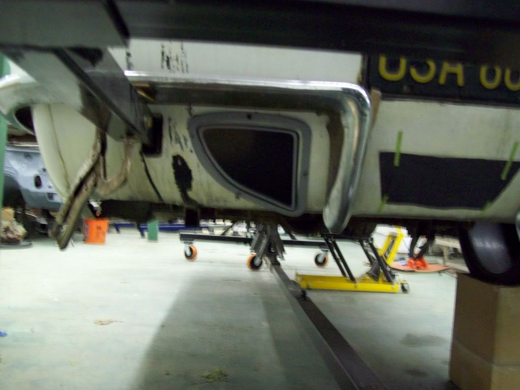 Volvo P1800 custom exhaust port