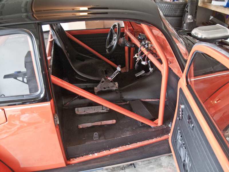 V8 VW Beetle interior roll cage